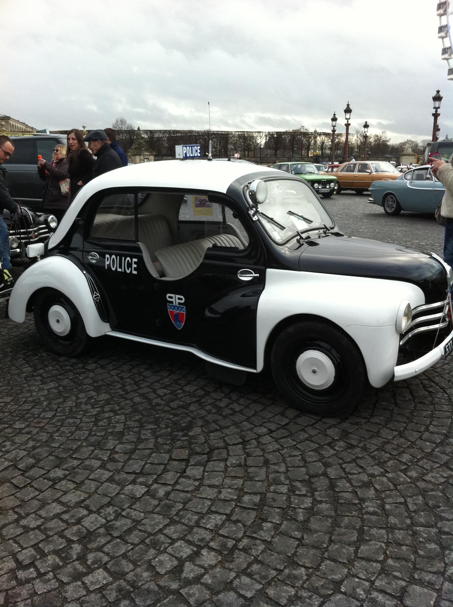 Renault-4CV-Police