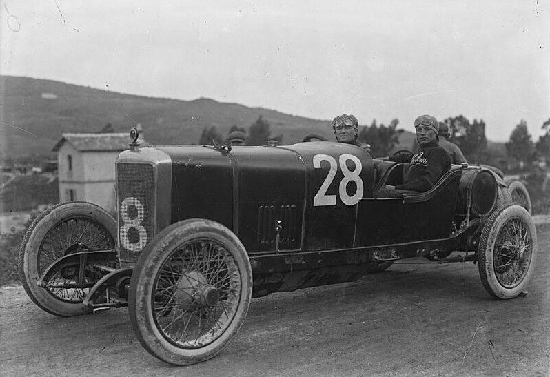 Targa-Florio-1922--Alfa-Romeo-RL-Sport-bestuurd-door-Augusto-Tarabusi-