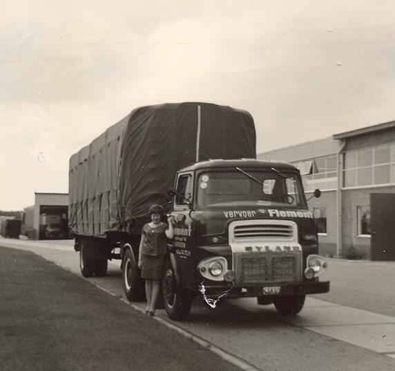 Leyland-Comet-derde-serie-Comet-1958-1963---Chauffeur-Geldhof-in-Roermond-