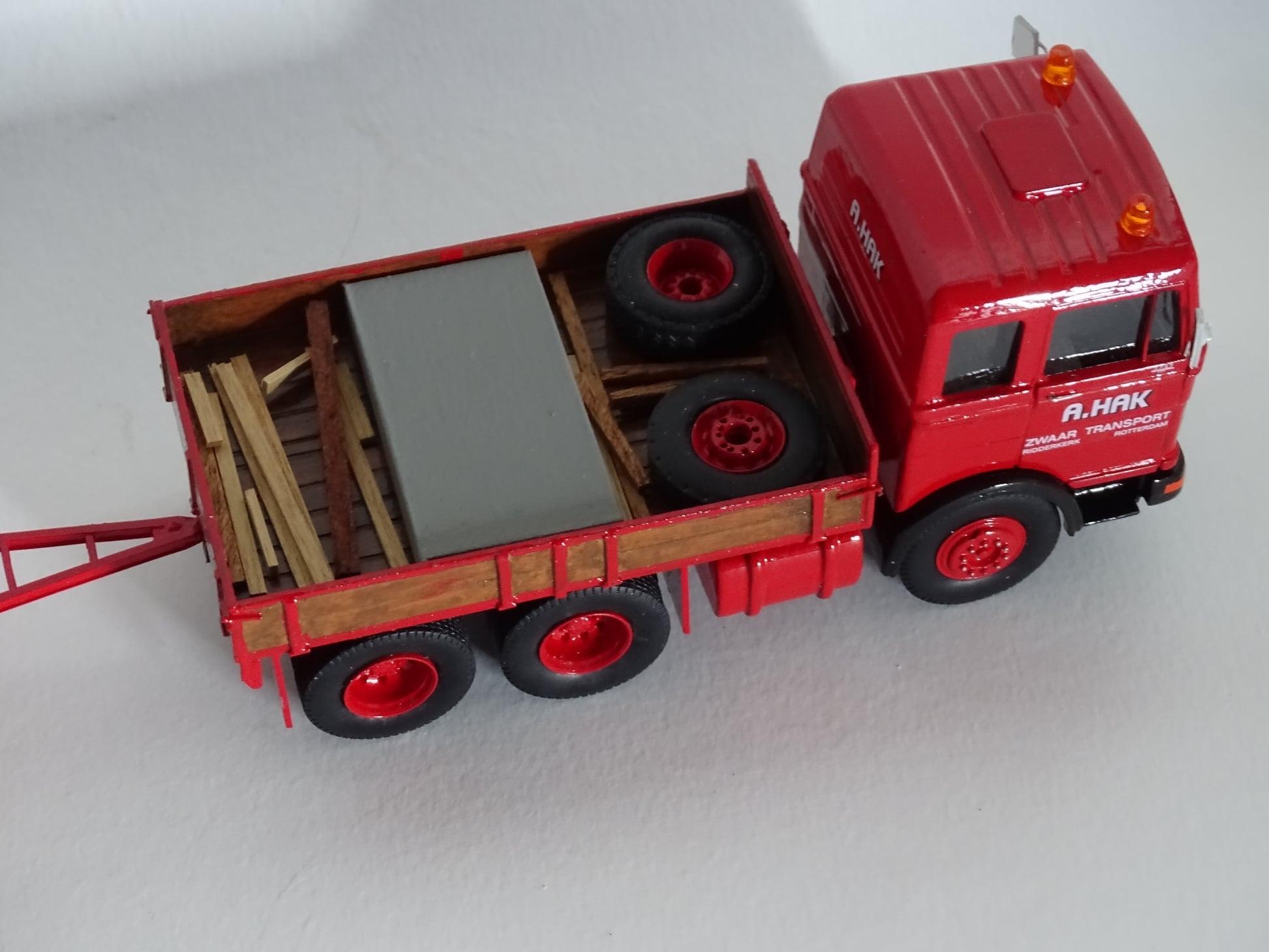 Mercedes-Benz-2232-met-Nooteboom-dieplader-Jan-Houtman-model--met-voorbeeld-(4)
