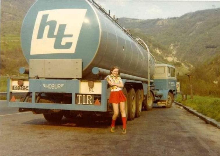 Rond-1975--chauffeur-Jan-van-Hoof-met-dochter-naar-Pisa-(2)