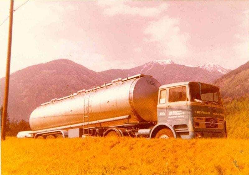 Rond-1975--chauffeur-Jan-van-Hoof-met-dochter-naar-Pisa-(3)