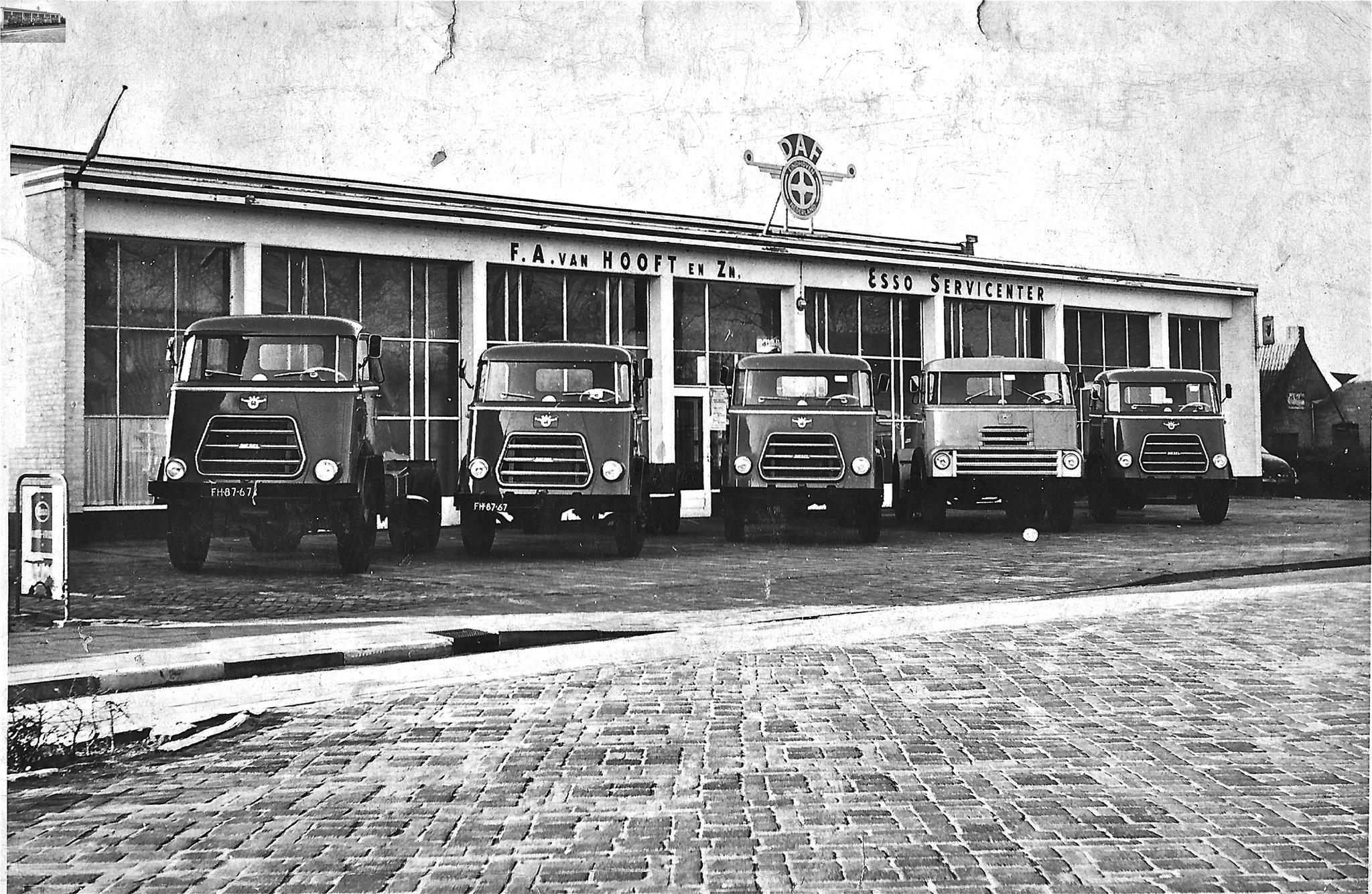 Daf-Dealer-Garage-van-Frans-van-Hooft-aan-de-Hoofdstraat-nr-7-Schijndel-1950--