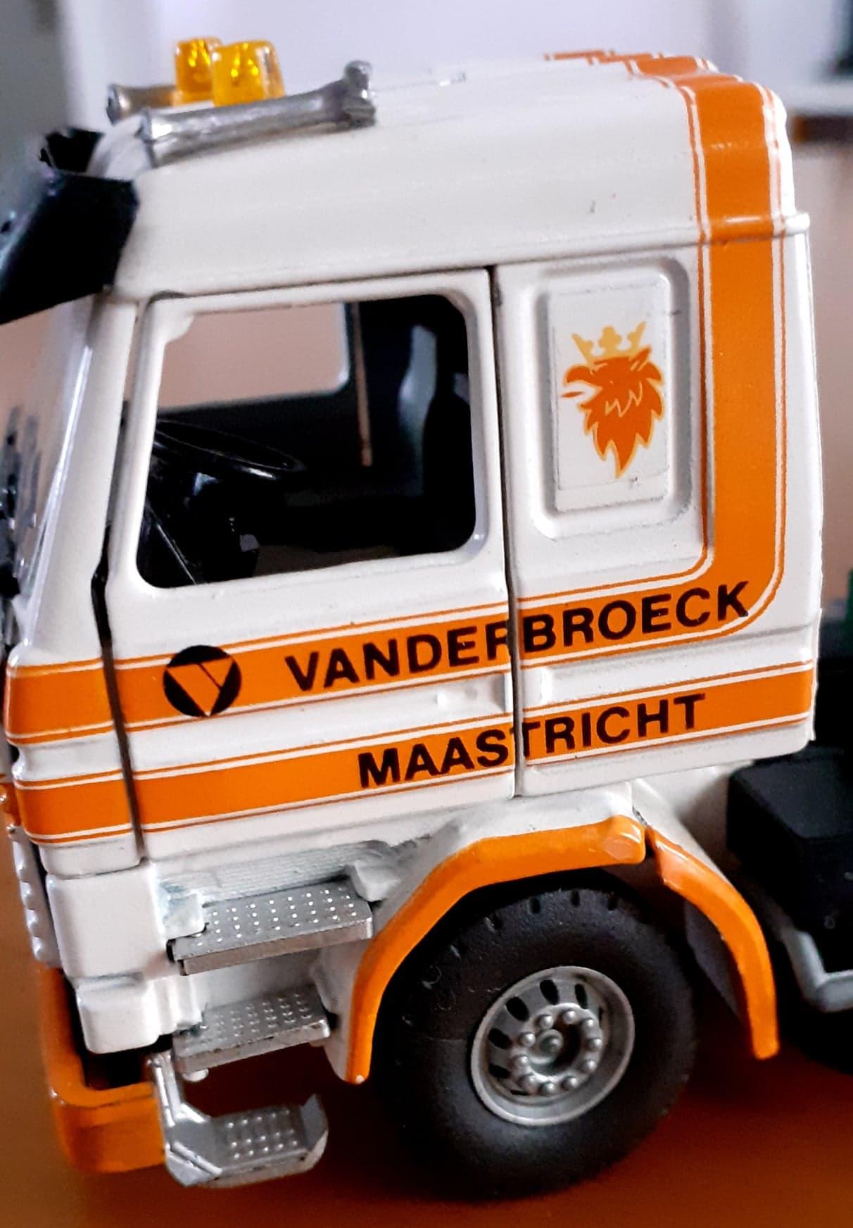 Vanderbroeck-Xavier-Walstock-heeft-deze-modellen-bewerkt-(11)