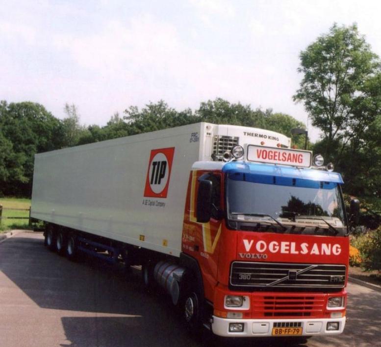 Volvo-TIP-Trailers-verplaatsen-door-heel-europa--leeg-en-beladen