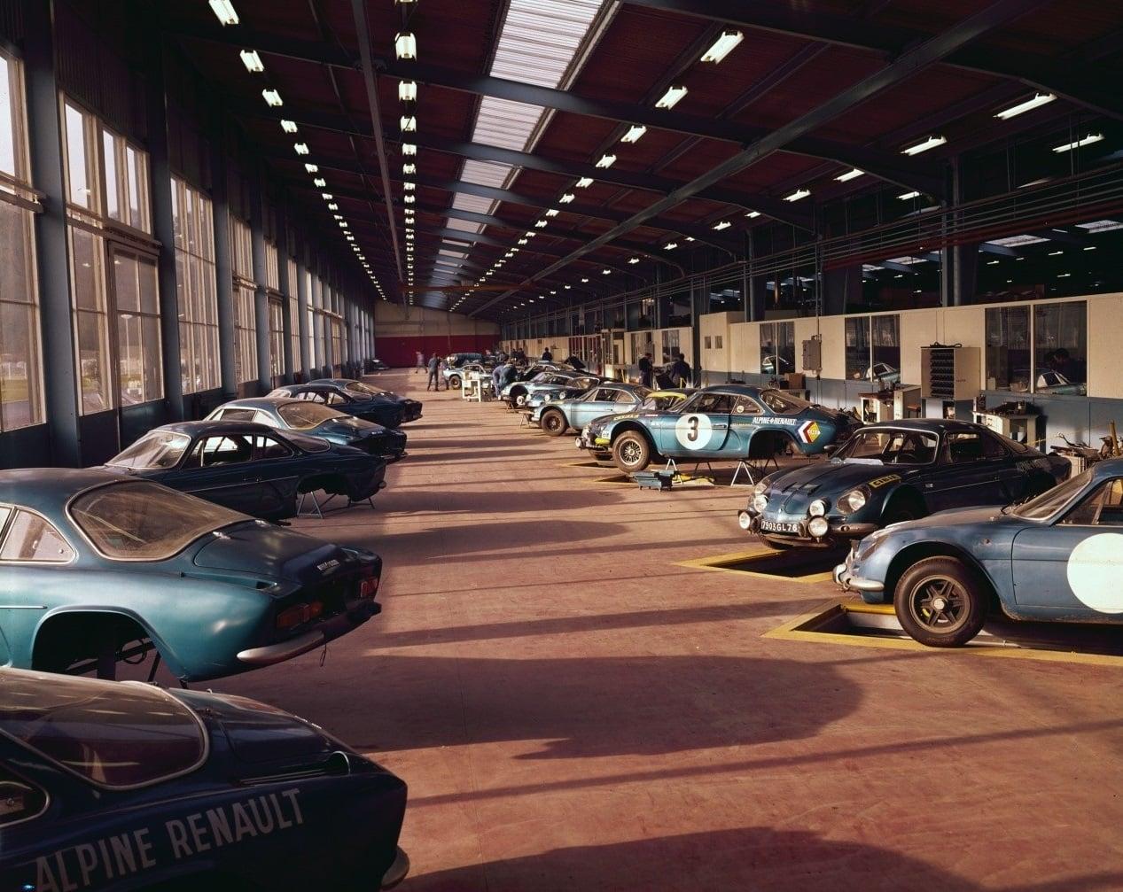 Renault--Alpine--A110-Garage