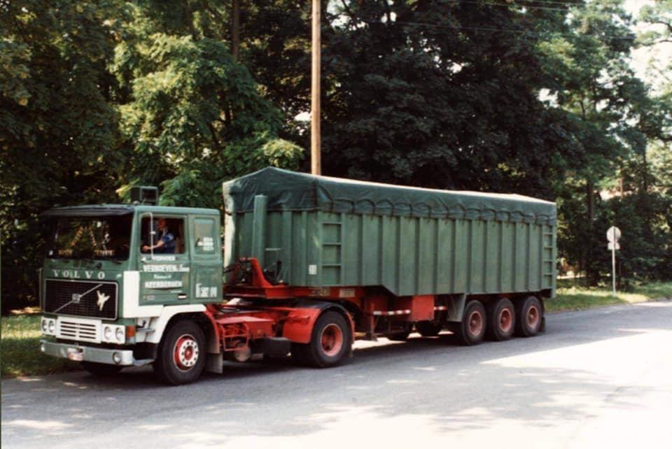 0-Dirk-Van-den-Put--Mijn-eerste-rit-bij-Verhoeven-nog-samen-met-de-Jullie--hier-bij-douane-in-Passau--Met-deze-Volvo-begonnen--