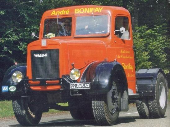 Willeme-L10---Prachtig-gerestaureerde-tractor-in-Bonifay-kleuren-