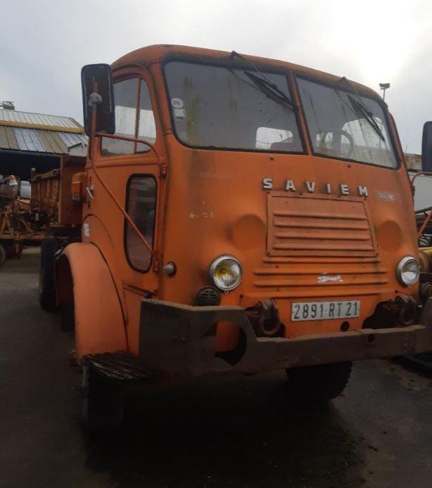 Saviem-4X4-Type-7521-met-aangepaste-cabine-zeer-zeldaam-zijn-maar-enkele--van-gemaakt-(2)
