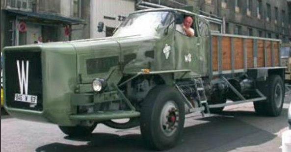 Willeme-prototype-werd-speciaal-voor-Michelin-vervaardigd-om-de-snelheid-van-vrachtwagenbanden-te-testen-op-de-interne-sporen-van-het-merk-op-het-Bibendum