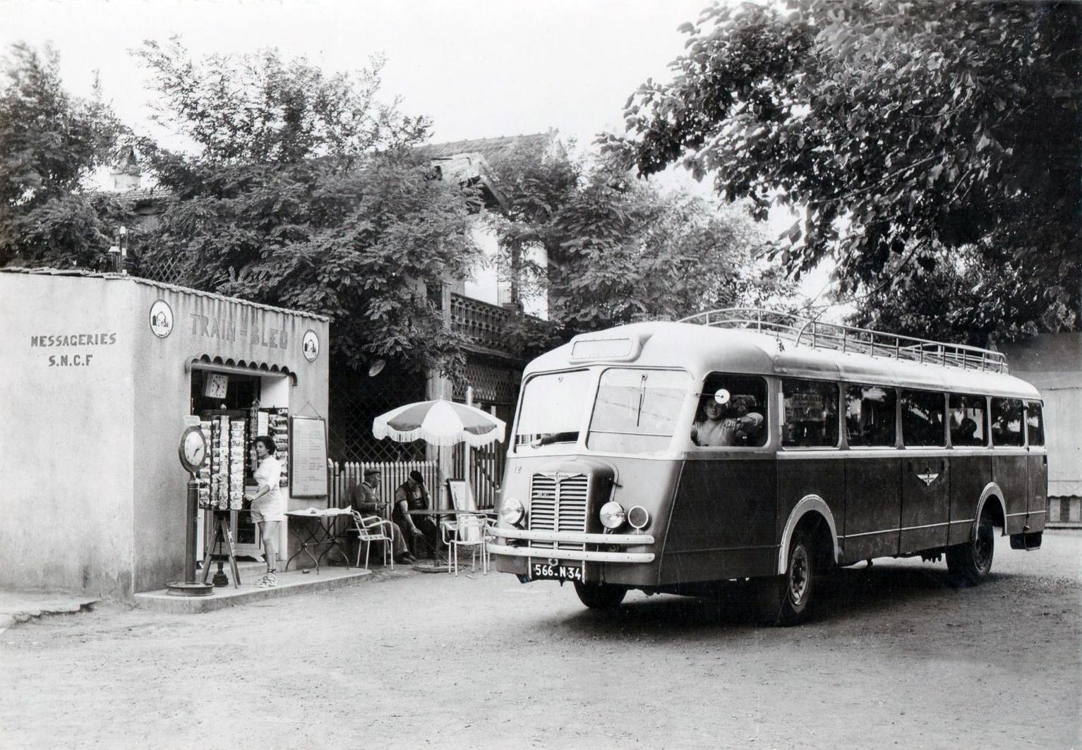 Chausson--AGDE-La-gare-du-train-bleu