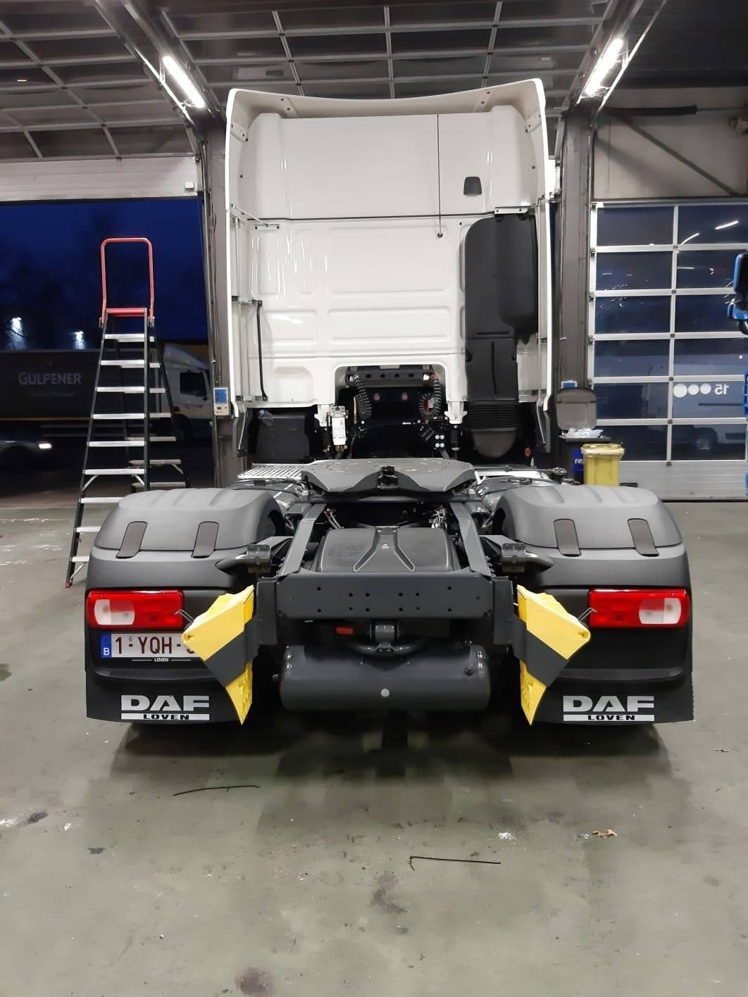 Daf-XF-480-Ft-Super-cab--Deze-is-voorzien-van-opties-zoals-LED-koplampen--een-zonnekap,-Sky-Lights,-lederen-stuurwiel,-Luxury-air-chauffeursstoel-en-comfort-air-bijrijdersstoel--koellade--480pk-M----(
