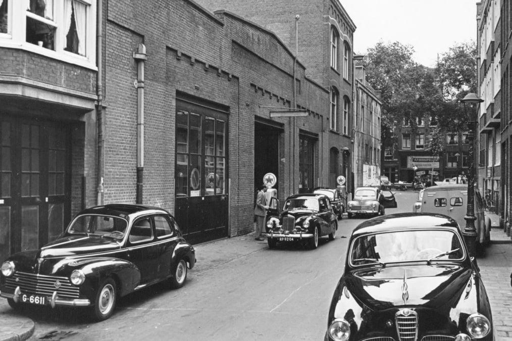 Peugeot-Garage-J--Nefkens--Derde-Looiersdwarsstraat-4-6--Amsterdam--1955--