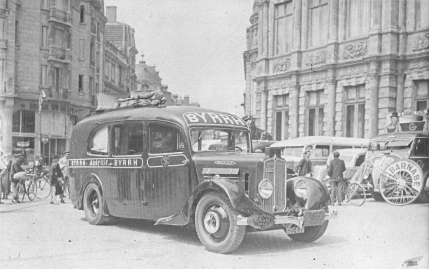 Renault--au-Tour-de-France-cycliste-1938-