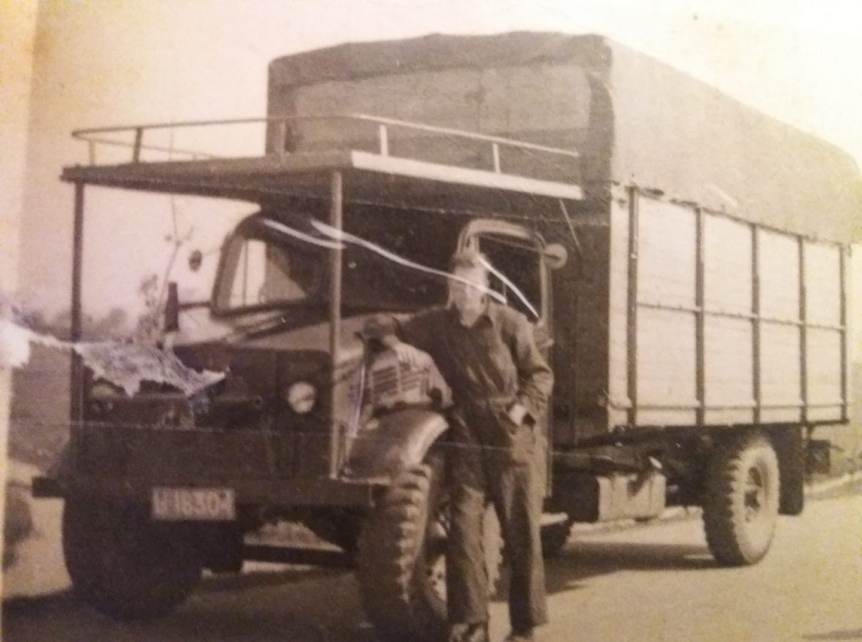 0-Eize-Slange-toen-nog-chauffeur-bij-W-minkes-Nij-Beets-hij-heeft-het-bedrijf-overgenomen-hier-met-Bedford-195
