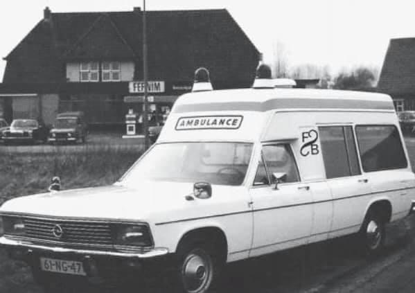 Opel-Admiraal-met-een-Visser-ambulance-ombouw--
