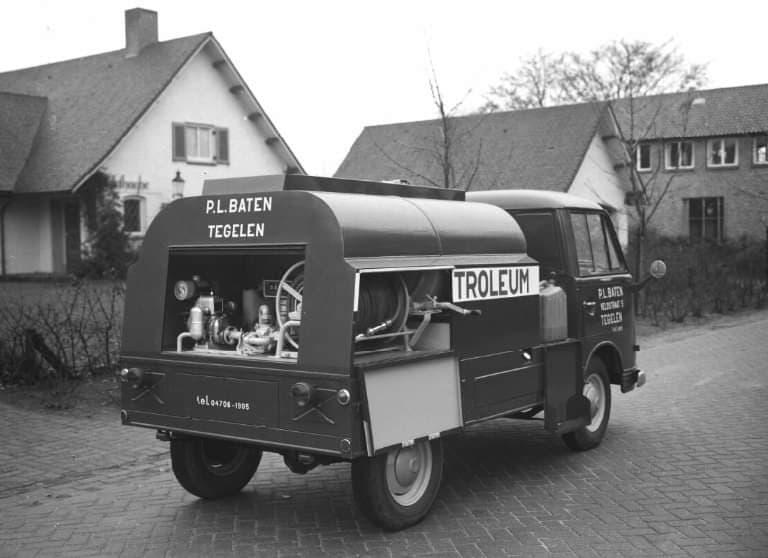 Ruud-Baaten-zijn-vader-met-de-eerste-vrachtauto-1962