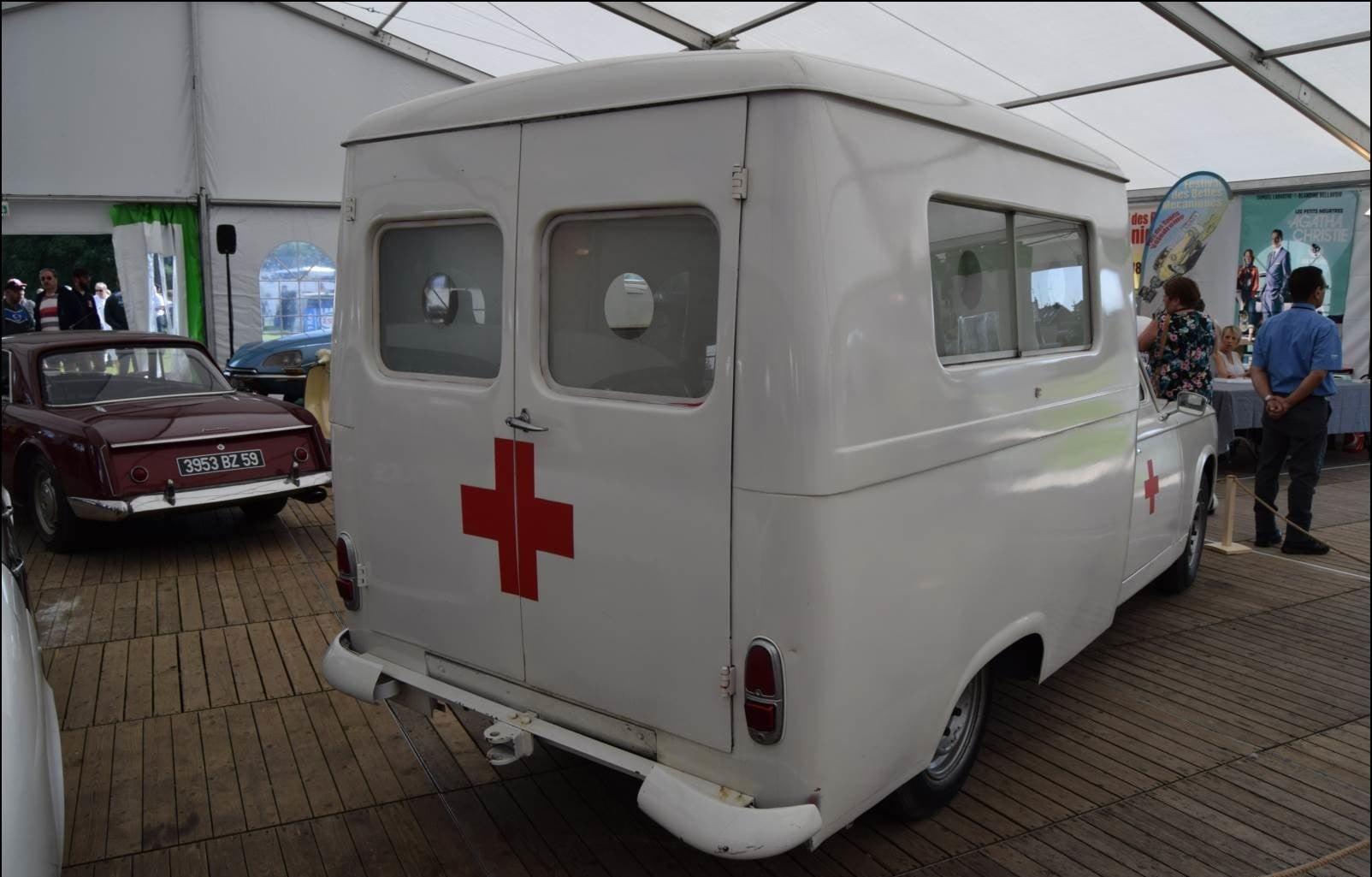Peugeot-403-Ambulance-(1)