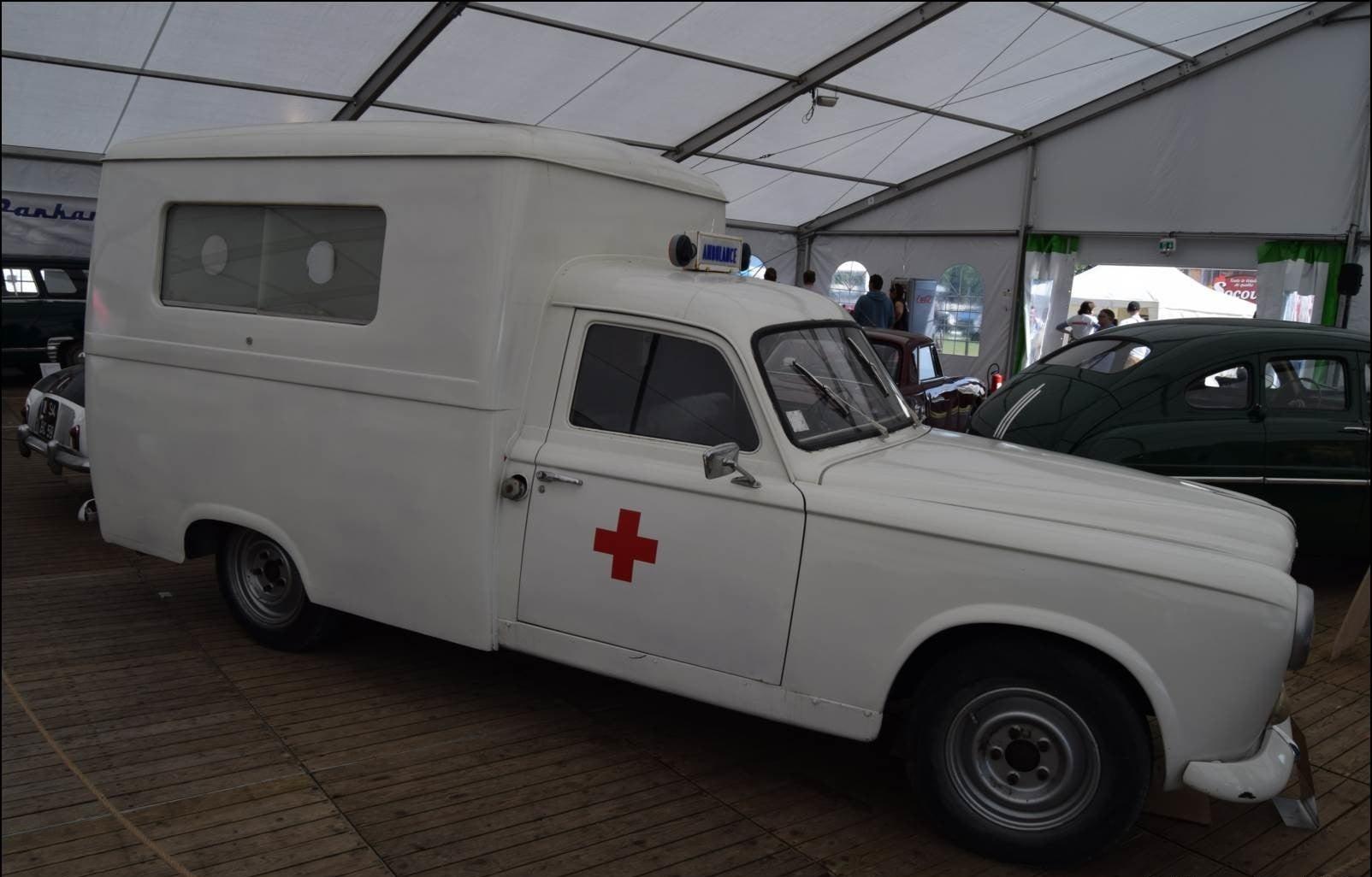 Peugeot-403-Ambulance-(2)