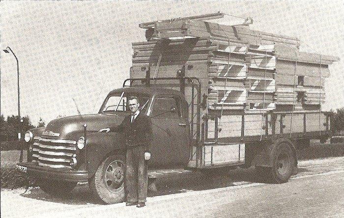 0-Albert-Bruntink--oprichter-Bruntink-Transport-met-een-Bedford