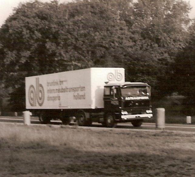 DAF-2800-Als-bijrijder-mee-keukens-rijden-voor-Zeyko-1978-Chauffeur-Henk-Bruntink