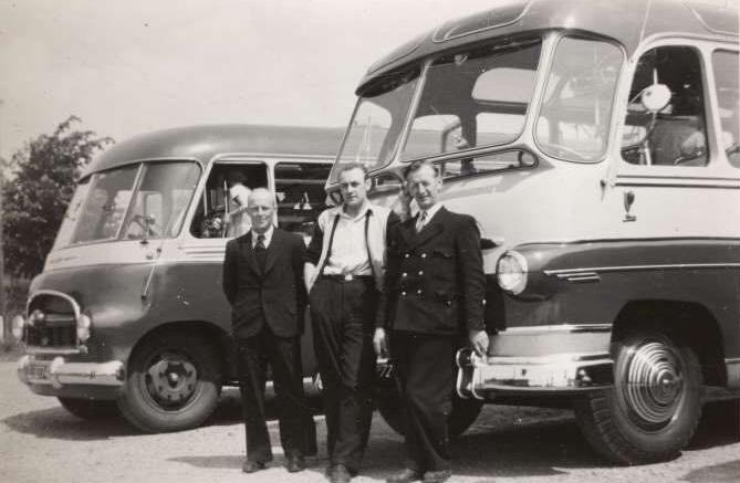 Provinciaal-nummer-E-32774-en-later-NB-47-87--Bouwjaar-1950--Carrosserie-Hondebrink--Chassis-Austin-CXB--37-persoons-(1)
