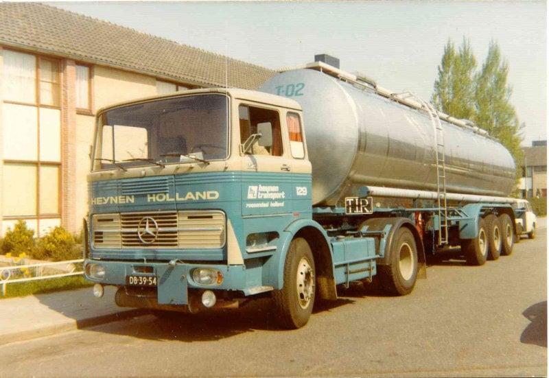 Mercedes-1624-vlootnummer-129-met-de-T-02-begin-jaren-70--Chauffeur-Jan-van-Hoof