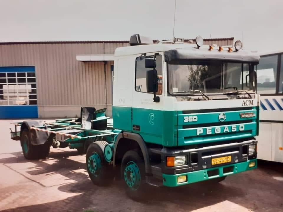 Pegaso-troner-360-pk-met-14-ton-s-afzet-bulk-voor-veevoeders-super-sterke-auto-8-jaar-met-plezier-in-gereden--Klaas-Oosterveen