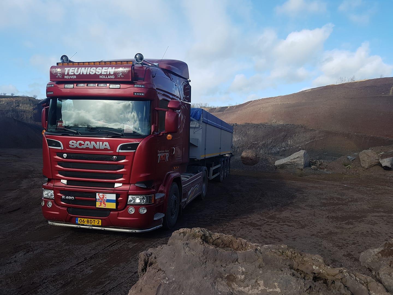 Scania-Vandaag-weer-een-vrachtje-lavazand-in-de-vulcaan-eifel-voor-de-steenfabriek-geladen-23-2-2020-