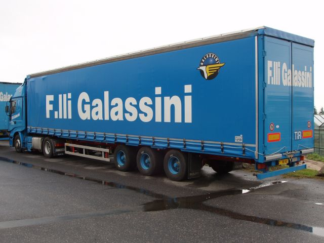 Iveco-Stralis-AS-440S48-Galassini-Holz-110805-01