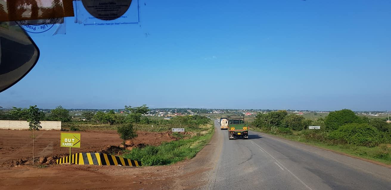 dag-2-Dar-es-Salaam-Kamplae-Els-Hondius-met-Mkhaleedy-Mwanja--6-12-20-(32)