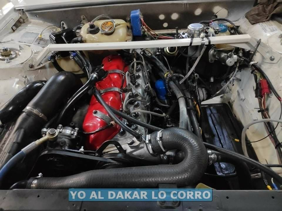 Peugeot-504-oldtimer-in-de-Dakar-rally-van-2021---(2)