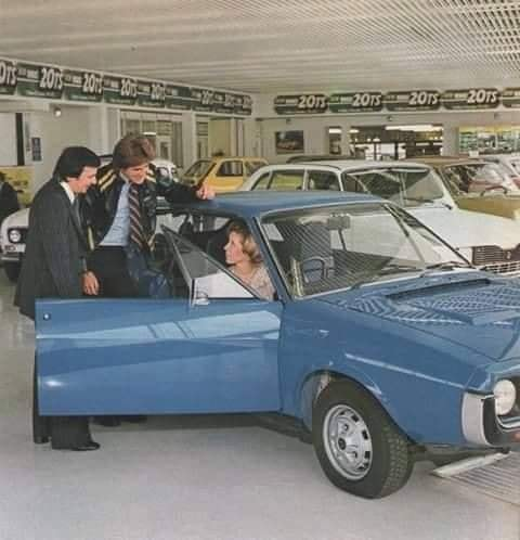 Renault-showroom-(3)