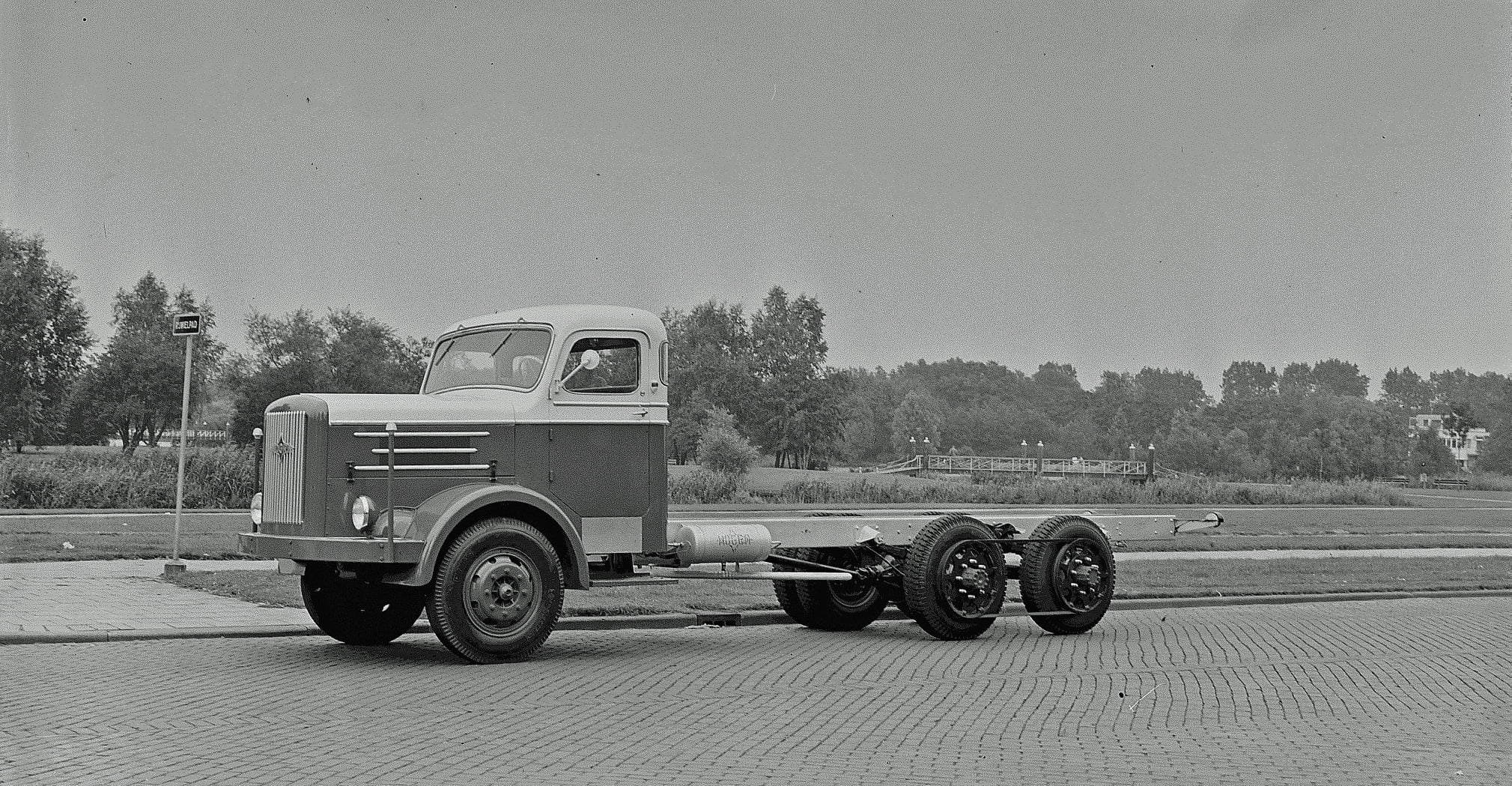 Hogra-1957-bij-Terlouw-autobedrijf-Rotterdam-semi-6X4