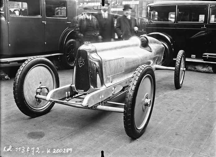 Panhard-het-scheermesje-1926-1500-CC-10-PK-met-speciale-stuurwiel-met-ritatiebeweging-via-rondsel--(1)