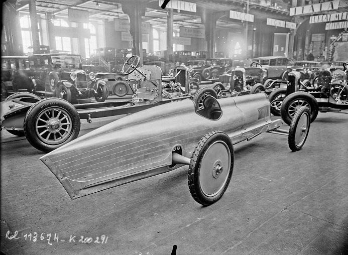 Panhard-het-scheermesje-1926-1500-CC-10-PK-met-speciale-stuurwiel-met-ritatiebeweging-via-rondsel--(2)