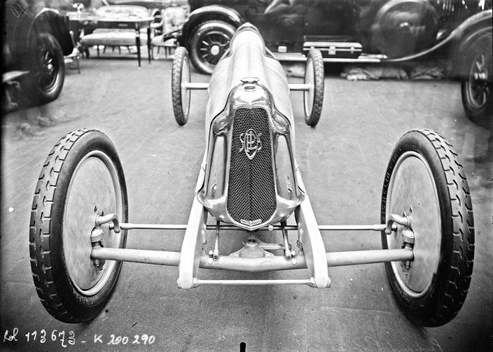 Panhard-het-scheermesje-1926-1500-CC-10-PK-met-speciale-stuurwiel-met-ritatiebeweging-via-rondsel--(8)