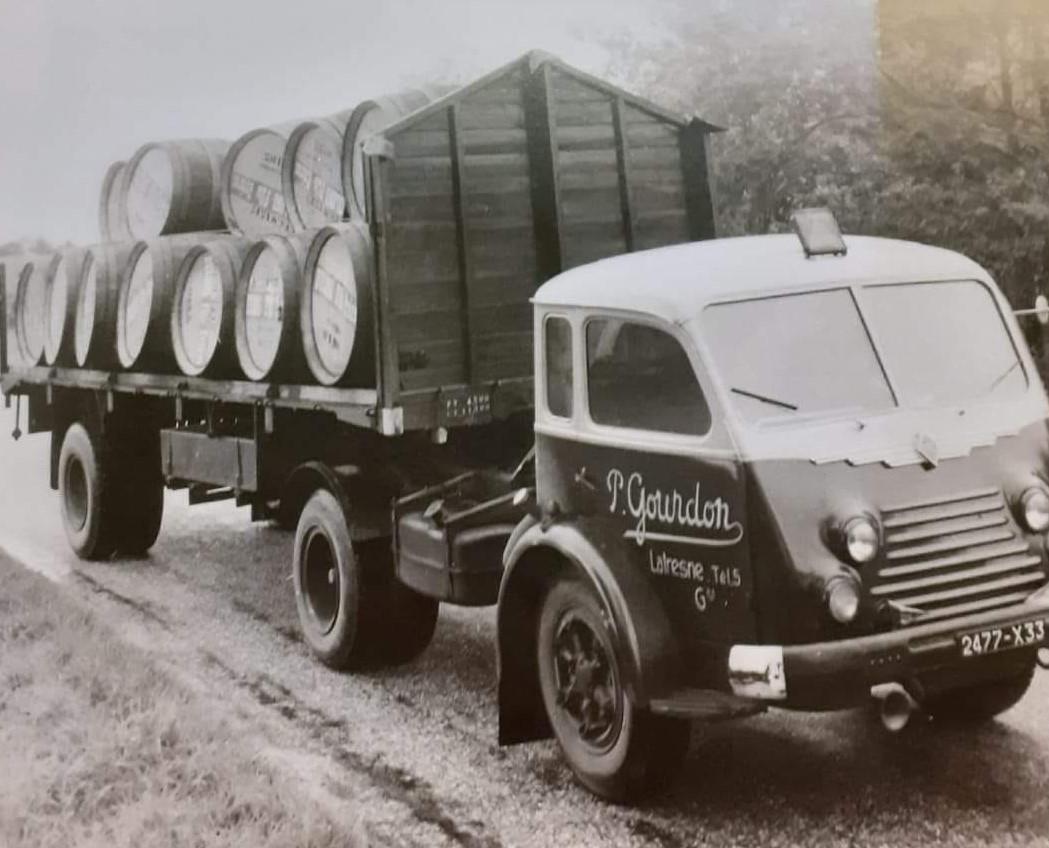 Renault-met-wijnvaten