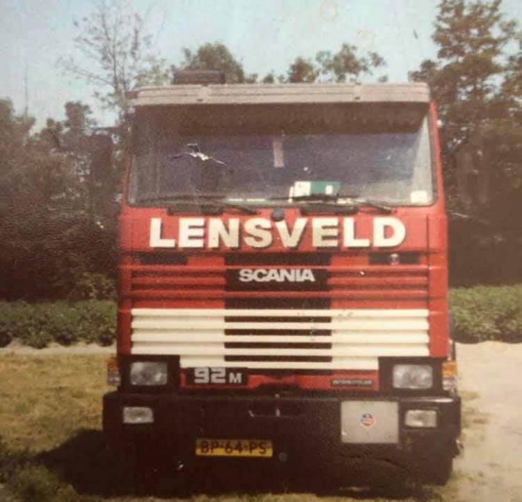 Scania-92-M-chauffeur-Toni-Dalebout-august--1989-in-Nieuwerkerk-