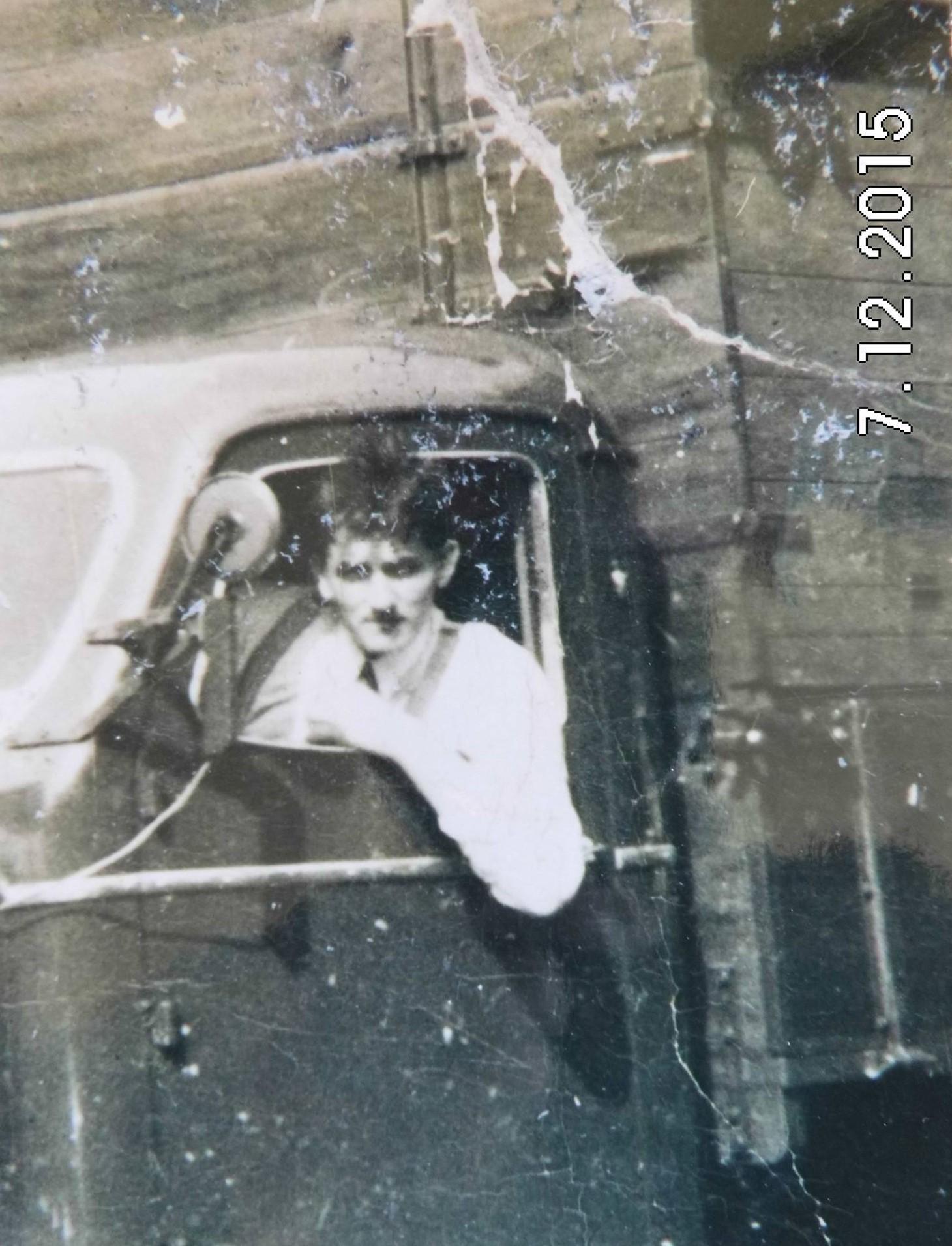 eerste-wagen-na-de-oorlog-met-afzet-barevee-bak-Dhr-Heideman