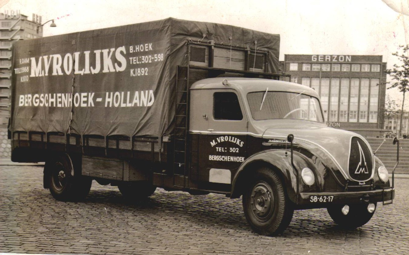 Magirus-Deutz-met-slaapcabine-chauffeur-Andre-Beek--Jan-Lia-Mostert-archief-foto