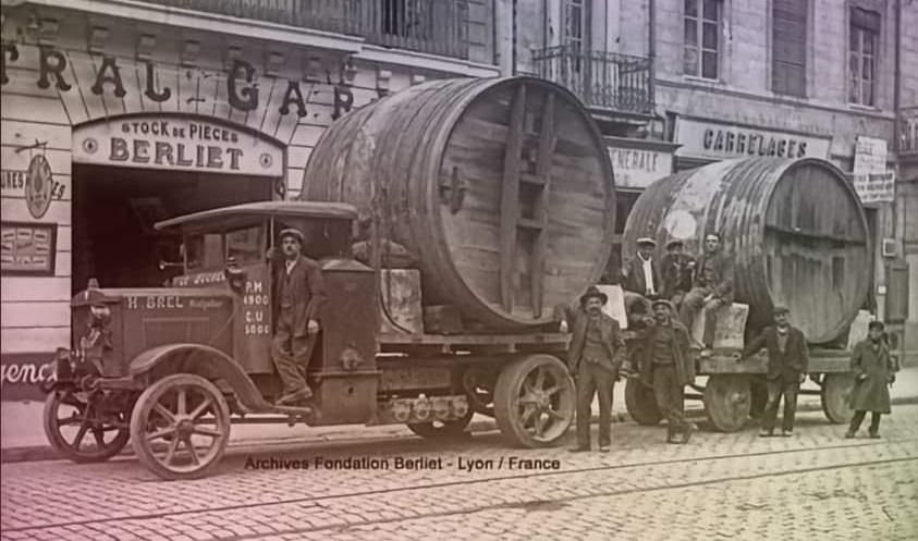 Berliet-met-wijn-vaten-