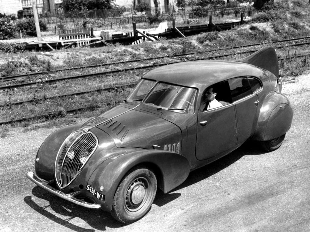 Peugeot-802-moteur-V8