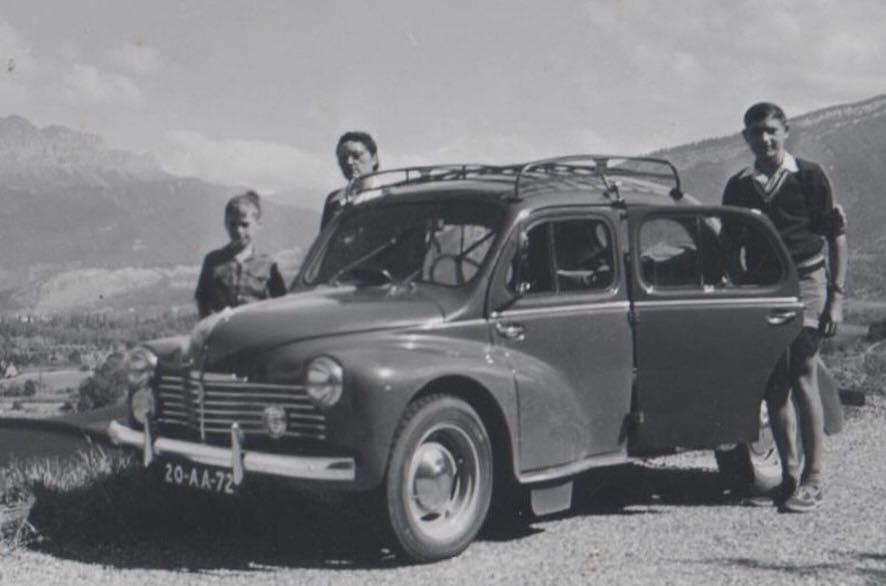 Renault-4-CV-(2)