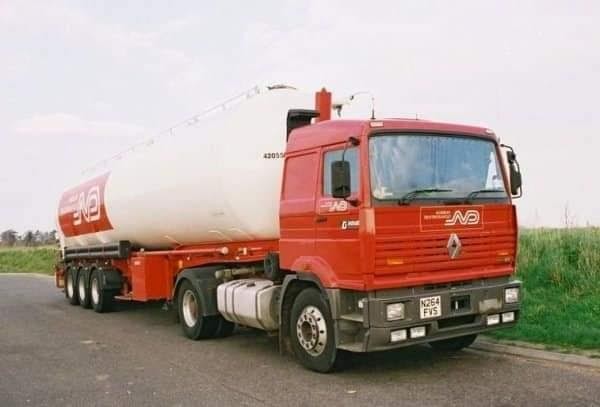 Renault-Citerne-trailer