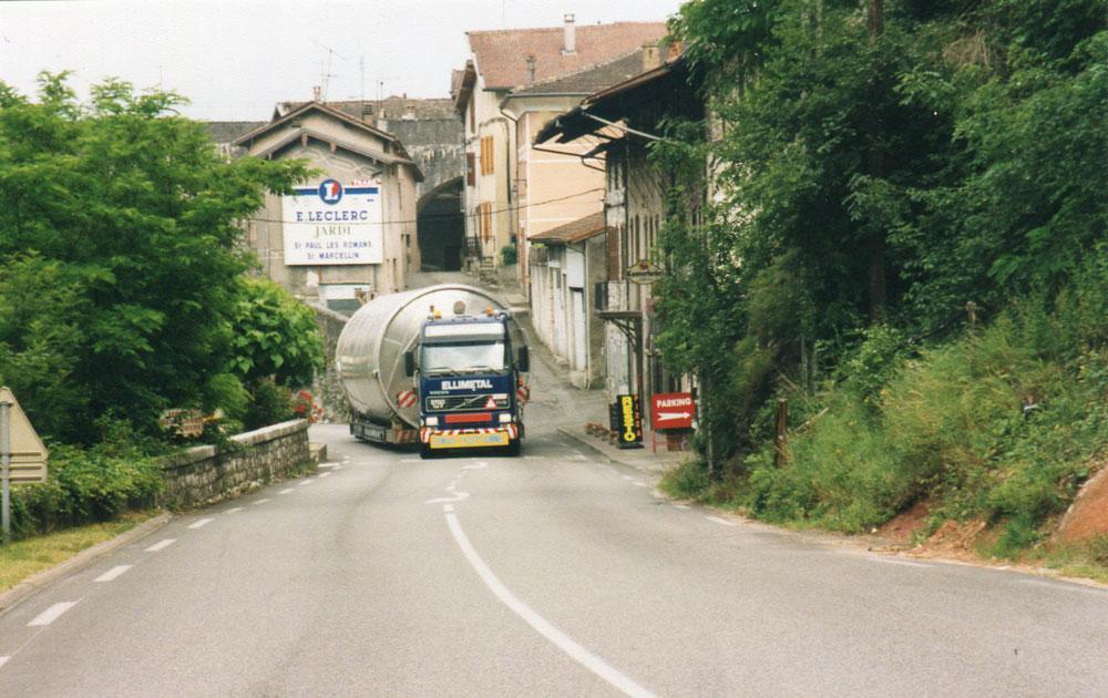 _Op-weg-naar-Salou-84-silo-s-onder-begeleiding-van-Hub-rekko