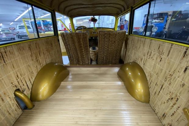 Crosley-CC-Four-is-een-gemodificeerde-stationwagen-aangedreven-door-een-44-ci-inline-44-gekoppeld-met-een-handmatige-versnellingsbak-met-drie-versnellingen-1948--(5)