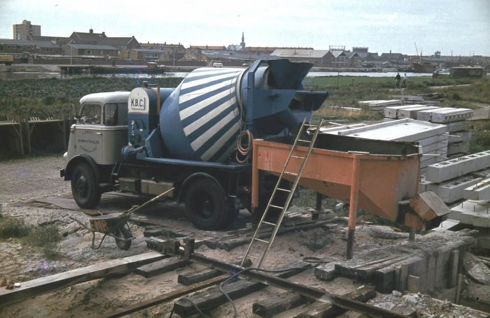Katwijkse-beton-centrale-1970-Huig-van-Duijn-foto--(2)