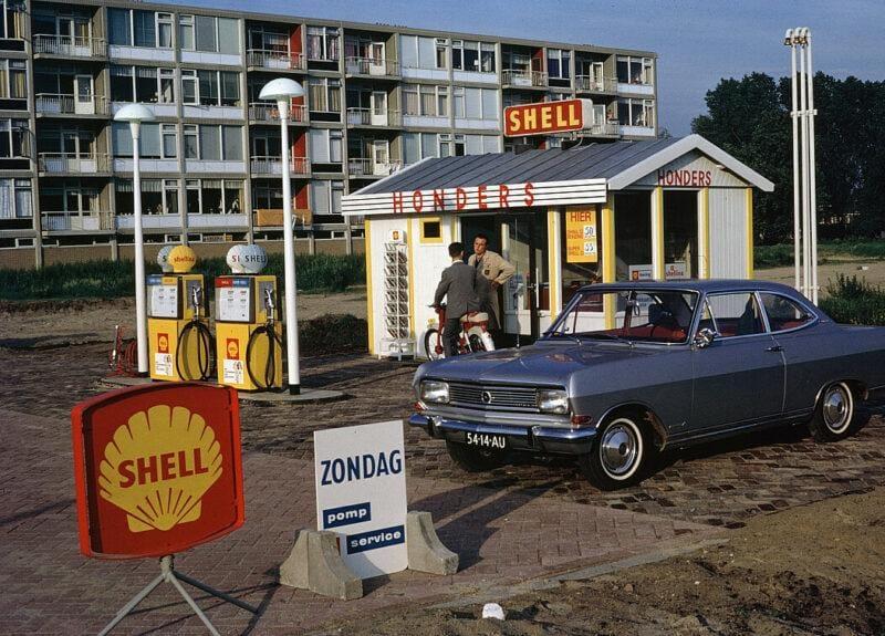 Opel-Rekord-1996-bij-Honders-opel-Dealer-Utrecht