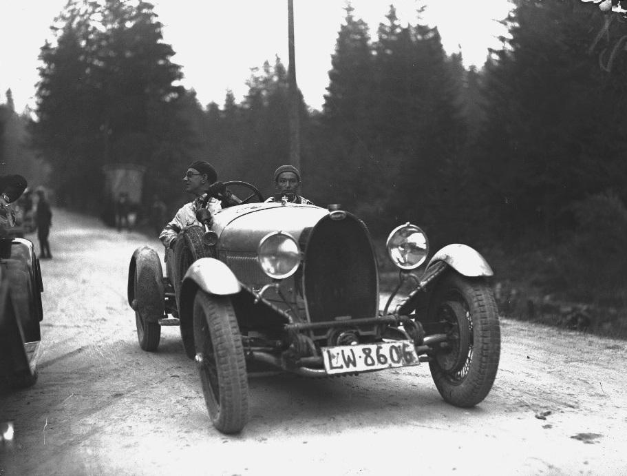 Tatra-Juli-1930-Lviv-bemanning-bij-de-internationale-bijeenkomst--